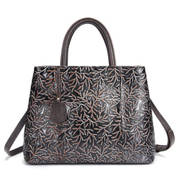 Chinese  Hot Sale Fashion Vintage Handbags Brand Vintage carving Design Evening Bags high quality fashion Large capacity Leather Handbags for lady manufacturers