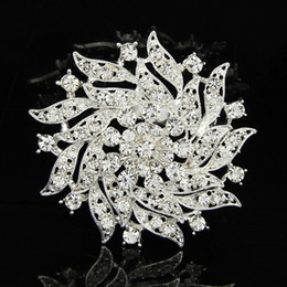 Flower Design For Brooches NZ - Jewelry 2016 New Fashion Crystal Flower Brooch Beautiful Design white pink Rhinestone Brooches For Women Wedding & Party B043