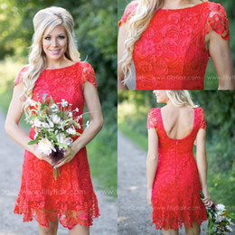 Barato Vestido Vermelho Das Damas De Honra Barato-2017 Red Full Lace Short Vestidos dama de 2016 Cheap Western Country Estilo Tripulação Cap Neck mangas Mini Backless Vestidos Homecoming Cocktail