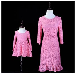 $enCountryForm.capitalKeyWord NZ - Mom Girls Matching Dresses Mother Daughter Pink Lace Dress 2019 Kids Girls Embroidery Dress Women Dress Family Match Outfits Clothing B837