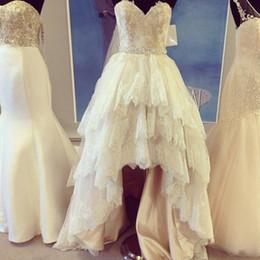 $enCountryForm.capitalKeyWord Canada - Vintage Lace High Low Wedding Dress A Line Sleeveless Beads Ivory Plus Size Tiered Skirts Bridal Gowns Women Court Train Vestidos De Novia