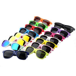 wholesale womens hot sunglasses Canada - 600PCS-17 kinds of colors womens and mens most cheap modern beach sunglasses hot sale classic style sunglasses BO9804 Free send DHL
