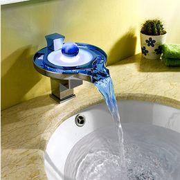 Großhandel Freies verschiffen diamant stilgriffe farbe wechseln led wasserleistung badezimmer waschbecken waschbecken mischer tappe wasseret tap toilette