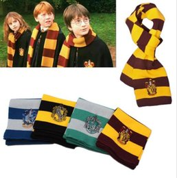 Barato Cores Malha Lenço-Designer Fashion 4 Colors Scarf da faculdade Harry Gryffindor Série Scarf With Badge Cosplay Echarpe de malha Christmas Halloween Costumes