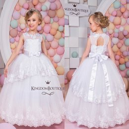 Fêtes De Fête Filles Filles Pas Cher-Pure White Ball Gown Flower Girl Dresses 2016 Sheer Jewel Neck Appliques avec Tash Tulle Formal Wears for Kids Girls Birthday Party Gowns