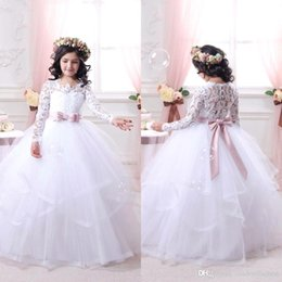 Barato Multi Camadas Vestidos De Festa-2017 New Elegant Lace mangas compridas Flower Girls 'Vestidos Autumn Winter Tulle Layered Ball Gown Party Girls' Dresses With Bow Sash BA3446