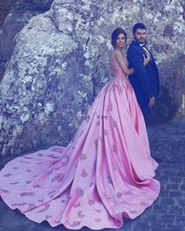 Barato Elegante Rosa Vestidos-2017 Elegant Pink Ball Gowns Vestidos de casamento Portrait and Illusion Back With Lace Appliqued Sleeveless Bridal Dresses