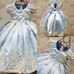Robe De Dentelle De Fille De Fleur Bleue Pas Cher-2018 Cute Light Blue Ball Gown Flower Girls Dresses First Communion Robes avec dentelles Appliques Big Bow Cap Sleeve Marqueur Dresses For Kids