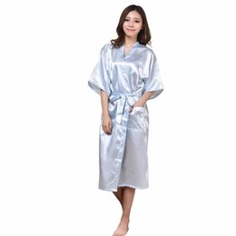 Barato Pijamas De Seda Azul-Wholesale- Light Blue Lady Sexy Kimono Bath Gown Nightgowns Mulheres chinesas Silk Rayon Robe Pijamas Pijamas Tamanho S M L XL XXL XXXL NB023