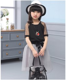 Barato Vestido De Renda Preta Coreano-Big Girls Summer Lace 2PCS Dress Set Moda Korean Girls Black Tops + Bow Gauze Skirt Children Dot Conjunto de cores sólidas