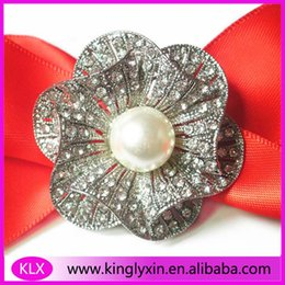$enCountryForm.capitalKeyWord Canada - Wholesale ! (100pieces lot) 38mm Rose Flower Middle Pearl Rhinestone brooch pins for Wedding Invitation card gift box