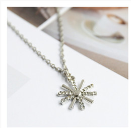 Necklaces Pendants Australia - 2016 hot sale Crystal Snowflake Pendant Necklace Silver Pendant Necklace Frozen Style Snow Charm necklace 5pcs