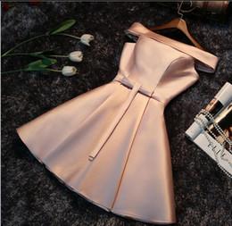 Mini / Short Brautjungfer Kleid Champagner Günstige Off-Schulter Lace Up Hochzeitsgast Kleid Prom Heimkehr Dynamisches Kleid Afrikanische Brautjungfer Kleider im Angebot