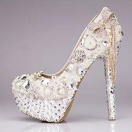Ny 2021 Lyxiga bröllopskor Glitter Sequins Pearl Bow Formell Party Mousserande Singel Diamond Bridal High Heel Shoes EM01432