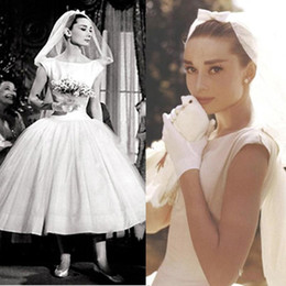 $enCountryForm.capitalKeyWord Canada - Vintage Audrey Hepburn Wedding Dresses White Scoop Neckline Cap Sleeve Short Bridal Gowns Ball Gown Satin Wedding Dresses Custom Made