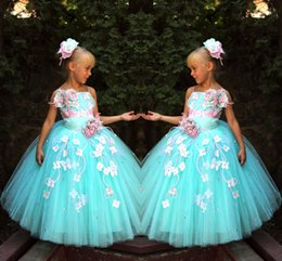 Anniversaire Belle Balle Pas Cher-Beautiful Girls avec des robes fleurs à la main Robes Pageant spaghetti Flower Girls boule Robes-parole longueur Custom Made 2017 Birthday Party