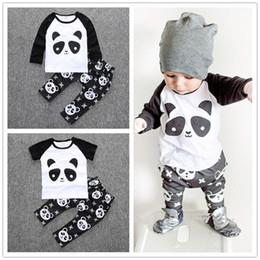 90b145ae81b Boys Panda T Shirt Pantalones Set Algodón Impreso Camiseta de manga larga  corta Pantalones Traje Ropa de niño 2016 INS Nuevo Verano Otoño Negro Blanco