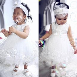 Barato Barato Menina Vestidos Brancos-2017 New White Flower Girl Dress Lace Comunhão Vestidos com arcos Cheap Tea Length Vestidos Little Girl Pageant