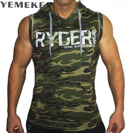 Barato Hoodie Sem Mangas Tanque-Atacado- YEMEKE Men's Camouflage Tank Top Sem mangas Hoodie Crossfit Bodybuilding Cotton Workout Fitness Muscle Cut Masculino Tank Top