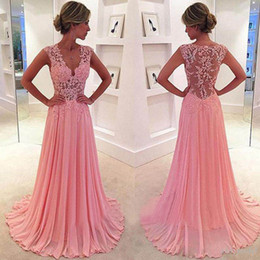 Barato Rendas Applique Corpete Baile Vestidos-2016 Illusion Bodice vestidos de baile Long V Neck Lace Appliques Top Pink Chiffon Evening desgaste desgaste baratos de alta qualidade formal Vestidos See Through