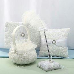 Опт 4 PCS Off White 3D Rose Flowers Гостевая книга и наборы для пеленок Кольцо с подпором из горного хрусталя с подвязками для свадебных подарков Бесплатная доставка