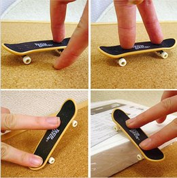 Finger Skateboard Mini Canada - baby Finger Skateboards toy Novelty hiphop print Toys 9.5*2.5*2 CM Finger Skate Board plactic kids toys mini fingerboard