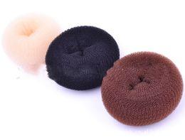 Brötchen-Hersteller-flaumiger Kopf erhöhte Haar-Ring-Fleischklöschen-Kopf-Schaumgummiringe Flaxen-Haar-Werkzeug-Schwamm-Lockenwickler Große magische Haar-Art-Nylonhaar-Ring im Angebot
