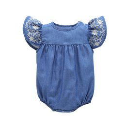 Barato Denim Onesies-Baby Rompers Jeans Onesies Clothes Meninas Bordar Ruffles Shoulder Denim Uma peça de vestuário Jumpsuits Toddlers Sleeveless Triangle Rompers
