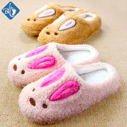 Appliques De Dibujos Animados Al Por Mayor Baratos-Venta al por mayor- Zapatillas de Invierno Hombre Mujer Interior Pantuflas Cute Cartoon Rabbit Lovers Pantufas Zapatilla Animal Zapatos Hogar Suave Pantofole Donna