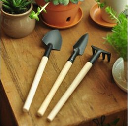 Garden Tools Rakes Canada - 3pcs Mini Garden Hand Tool Kit Plant Gardening Shovel Spade Rake Trowel Wood Handle Metal Head Gardener Free Shipping