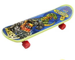 China Mini Finger Skateboard 9.5*2.6*1.3 CM OPP PKG Color Random Mini Fingerboard Scooter Skate Board Party Favors Educational Gift Toys For Kids suppliers