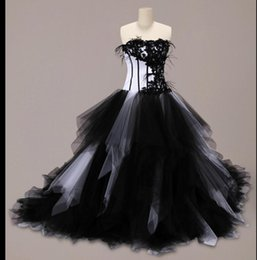 2018 New Black And White Gothic Ball Gown Wedding Dresses With Ruffles Tulle Skirt Beaded Lace Corset Back Vintage Bridal Gowns Non