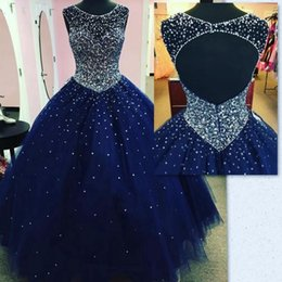 Barato Imagens 15 Vestidos-Sweet 16 Dark Navy Quinceanera Dresses 2018 Sheer Neck Major Beading Puffy Open Back Princess 15 Anos Girls Prom Party Gowns Imagens reais