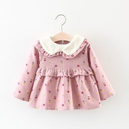 Tutú Amarillo Bebé Baratos-Everweekend Girls Floral Ruffles Dress With terciopelo Sweet Yellow y Pink Color Otoño Winter Dress Vintage Corea Baby Clothing