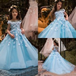 Jupes Pour Petites Filles Pas Cher-Blue Flower Girl Robes Pour Mariage Bonnet Mains 3D Floral Flowers Perles Little Baby Ball Gowns Puffy Jupes Communion Pageant Dress 2018