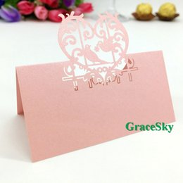 Cortar Las Jaulas De Aves Baratos-50 unids / lote Envío Gratis Laser Cut Birds en forma de corazón de papel de Paper Place Seat Seat Wedding Invitation Card para Party Table Decorations