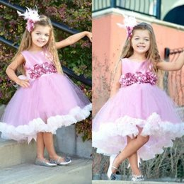 Barato Vestidos Feitos À Mão Do Bebê-2017 High Low Chic Flower Girl Vestidos Crew Neck com Handmade Flower A Line Tutu Baby Kids Communion Party Vestidos para menina