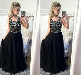 cf7be1c43cb984 Atemberaubende maßgeschneiderte schwarze Abendkleid lange formale  Abendkleider Kristalle verschönert Top Scoop Neck ärmellose Tüll Festzug  tragen