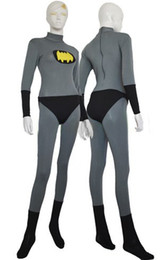 Costume Spandex Gris Pas Cher-Batman Costume gris et jaune Spandex Lycra Batman Halloween Party Jumpsuit Cosplay Zentai Suit