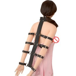 Accoudoirs En Cuir Pas Cher-Restrictions en cuir pour les femmes Protections esclaves Colliers relient les mains poignées Bondage Arm Against Back Bind Belt Sex Toys Flirt pour couple