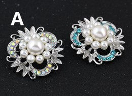 Flower Brooch Clip Canada - Fashion Alloy Imitation Pearl Crystal petals Rhinestone Brooch Luxury Women Dresses Flowers Brooches Pins Scarf clips accessories