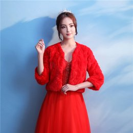 Barato Casaco De Bolero Vermelho-2018 Red Half Sleeve Fur Bridal Wedding Jacket Cool Winter Warm Faux Fur Bridal Bolero Wedding Shawl Bridal Wraps For Prom Wedding