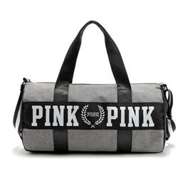 Venta al por mayor de Venta al por mayor diseñador de bolsos de las mujeres nueva llegada rosa grande bolsa de viaje fresco capacidad duffle rayado a prueba de agua hombro de la bolsa de hombro