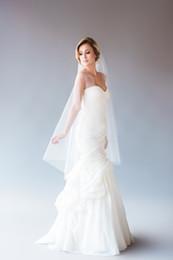 $enCountryForm.capitalKeyWord Canada - Hot sale lace wedding veils two layers Romantic CutEdge For Wedding Dresses mantilla veil fingertip length Veils White Ivory Wedding Veils