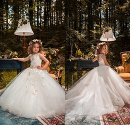 Barato Vestidos De Princesa Para Casamentos De Crianças-2018 Vintage Flower Girl Dresses para casamentos Custom Made Princess Tutu Lace Beads Butterflies Kids First Communion Gowns