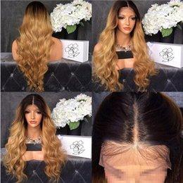 Ucuz koyu kökleri sarışın vücut dalga sentetik dantel ön peruk yüksek kalite siyah / sarışın ombre isıya dayanıklı fiber saç kadın peruk