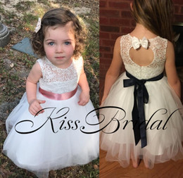 Real Pics Pizzo Fiore ragazze Abiti Bow Key Hole posteriore Piano Lunghezza Tulle Lovely Little Dress For Little Girls