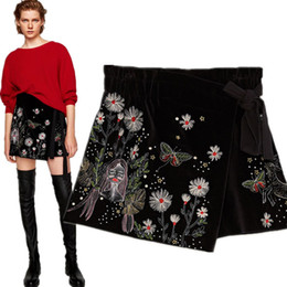 ladies velvet UK - Women Winter ladies Embroidered velvet shorts High waist was thin short pants top quality OL ladies Luxury fashion brand boutique Pants