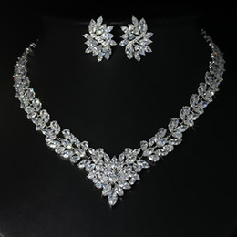 $enCountryForm.capitalKeyWord Canada - Top grade 18k white gold plated brilliant CZ diamond flower wedding necklace and earring set