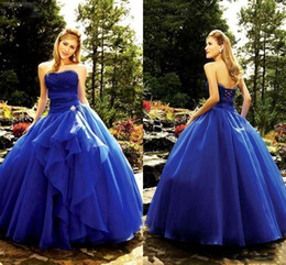 Longues Robes De Bal En Corset Bleu Pas Cher-2017 Royal Blue Sweetheart Girl Quinceanera Robes Corset Back Beaded Robe de bal Princesse Robes de bal Sweet 16 Robes longue année